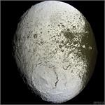 Astronomy Picture of the Day: Saturn's Iapetus: Painted Moon